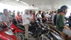 Armeen von Motorrollern auf der Fähre