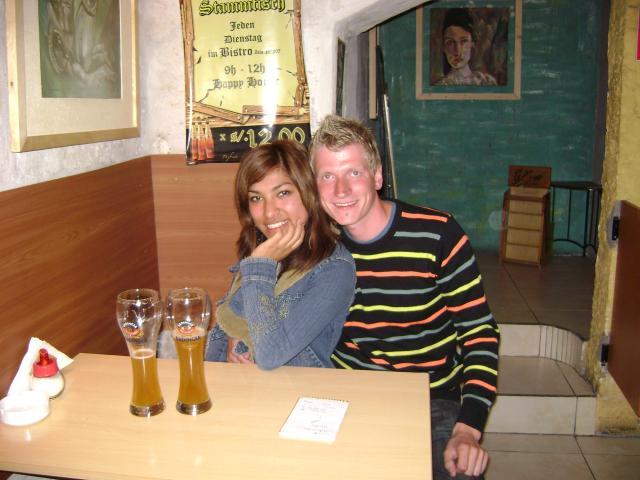 Felix und Claudia im deutschen Restaurant