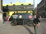 Polizei mit Maschinengewehr