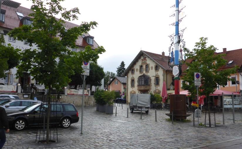 Schweinsbraten und a Mass Bier in Starnberg
