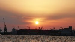 Sonnenuntergang über dem Hafen
