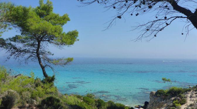 Tükisblaues Wasser am Kavourotrypes-Strand
