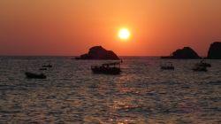 Perfekter Sonnenuntergang in der Bucht von Kabak
