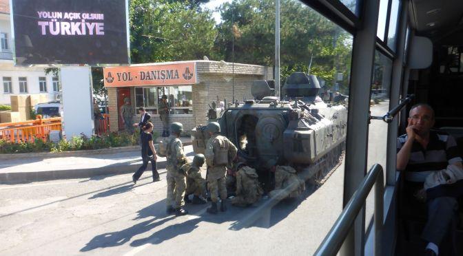 Panzer in den Straßen von Diyarbakir