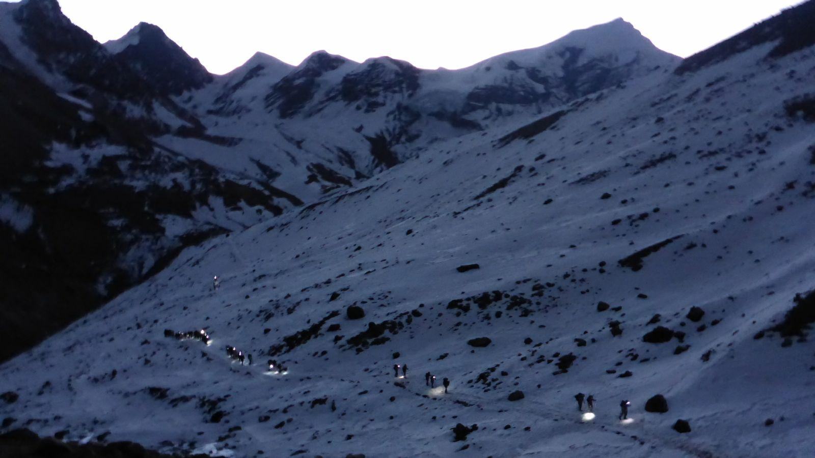 Aufstieg zum Thorung La Pass im Morgengrauen