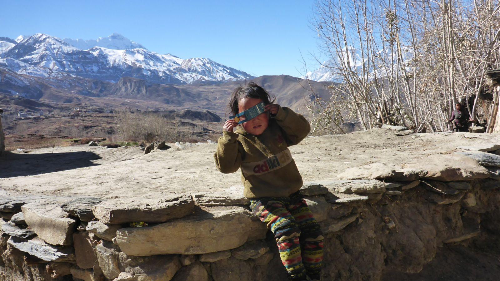Kind im Wüstendorf
