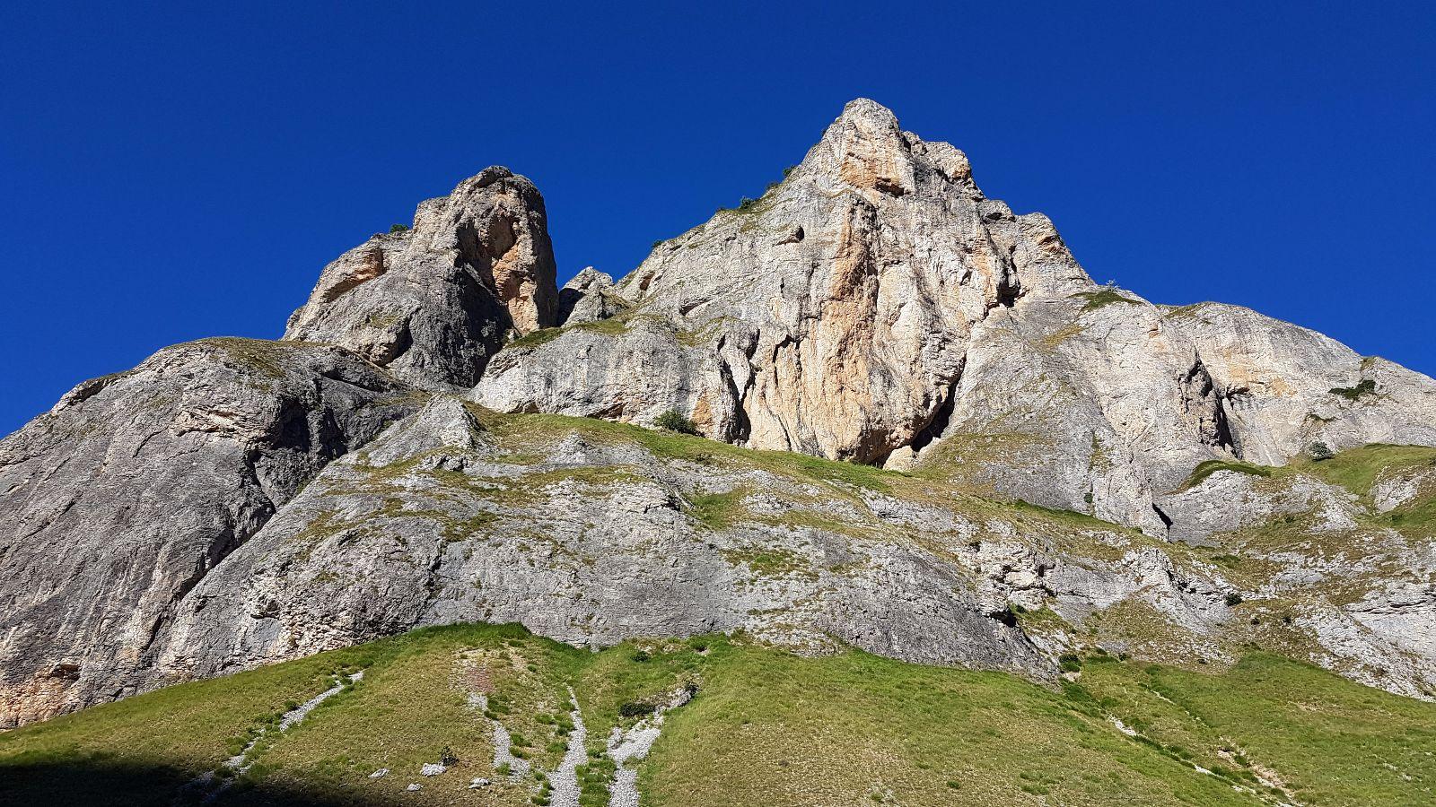 Schroffe Felsen im Shar-Gebirge